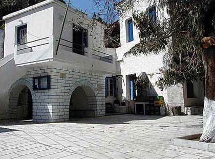 Main square in Syneti ANDROS PHOTO GALLERY - SYNETI