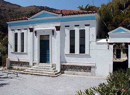 The elementary school in Syneti ANDROS PHOTO GALLERY - SYNETI