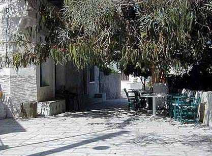 Square in Syneti ANDROS PHOTO GALLERY - SYNETI