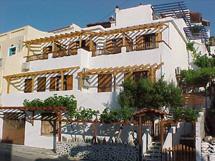 AMORANI  STUDIOS  HOTEL IN  BATSI